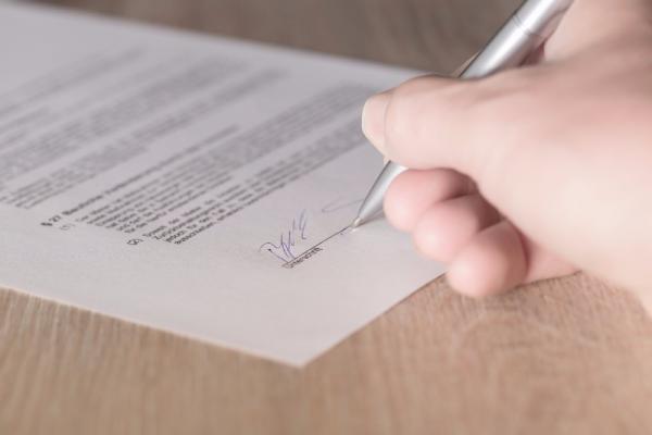 Comment résilier un contrat en cas de manquement par un cocontractant à l'une de ses obligations ?
